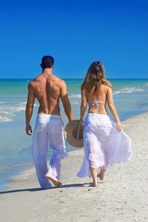 Couple+on+Beach+shutterstock_11091643