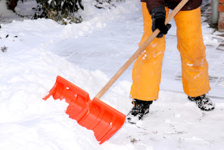 Shoveling Snow? Make it a Workout and Save your Back