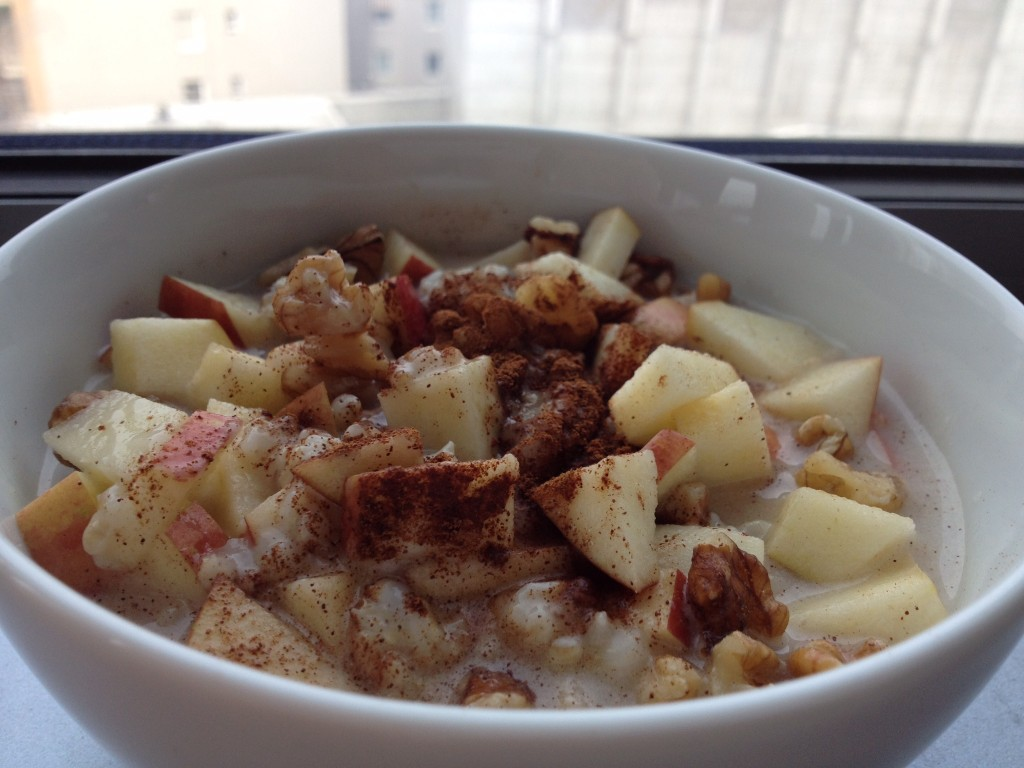 Winter Oatmeal with Apples and Cinnamon