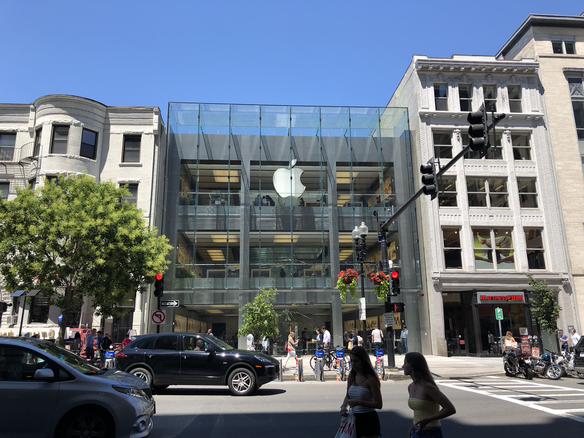 Apple, Boyleston Street, Boston